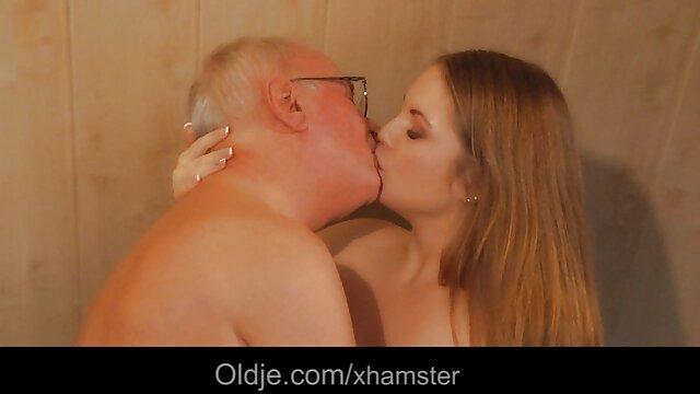 Bella donna mangiato e video porno nonne puttane strappato vulva