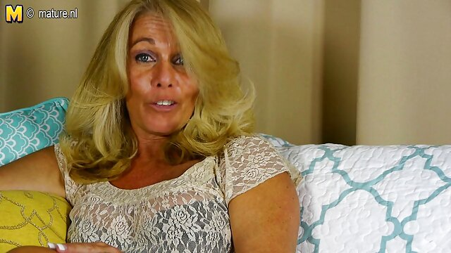 Christy Mack lubrifica nonne nude gratis il culo e seduce