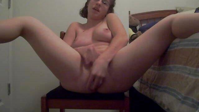 Big breasted babe scopata da Doppia penetrazione in stivali vecchie troie arrapate neri fino alla coscia
