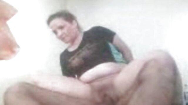 Peloso Barb e Peloso servizio fotografico Carmen si trasforma in porno nonne con nipoti un Fuck-A-Thon partito