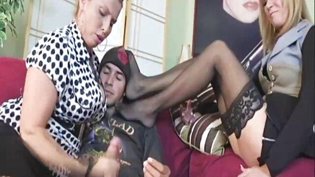 Sborrata ragazza nella vagina durante il sesso in posizione cowgirl sesso con vecchie nonne
