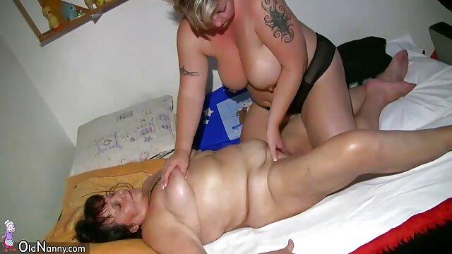 Bruna nonne lesbiche gratis succhia tre cazzi neri da un buco nel Gloryhole