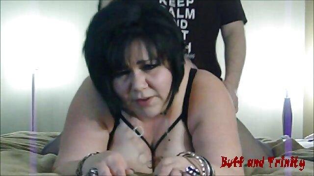 La ragazza si sedette film porno nonni con il culo imbavagliato su un enorme fallo di cavallo
