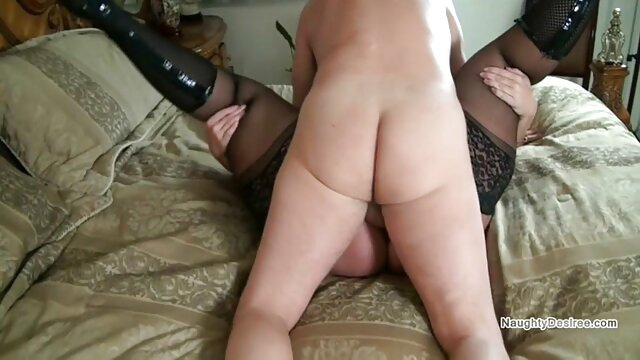 Delicatamente scopa porno amatoriale con vecchie la figa di Connie Carter mentre lecca in bagno
