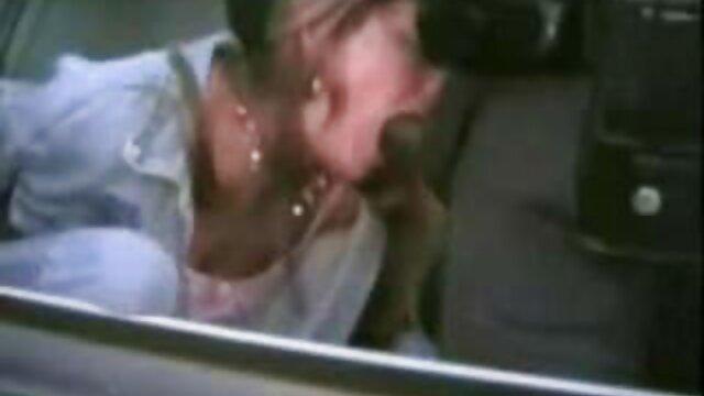 Anya Olsen succhia un grosso cazzo in un ristorante film porno nonne vogliose