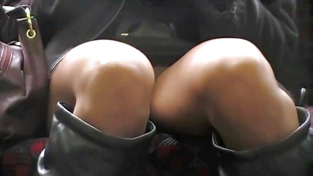 Travestiti-travestito biondo scopa con Strap-On nel culo vecchie troie xxx