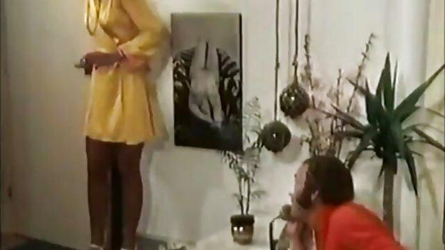 Tgirl dai grossi seni gioca con il suo grosso cazzo duro video lesbo nonne
