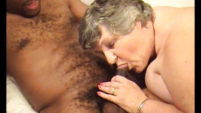 Brazzers - 2 nonne sborrate sexy stripper, Sonica e Sophia, pugni a vicenda