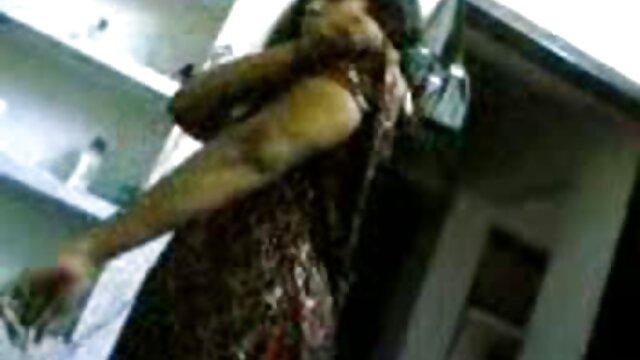 Cherie DeVille succhia bagnato il suo tronco in pompini vecchie troie un pompino sensuale