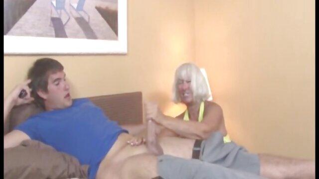 Bionda con grande culo Samantha Saint scopa alla pecorina e cums nonni porci con nipoti
