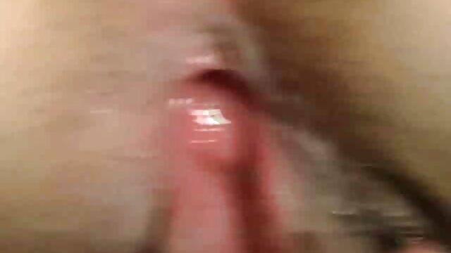 18 anni ragazza si masturba un po ' di pipì con oggetti diversi nella video porno di vecchie porche vasca da bagno