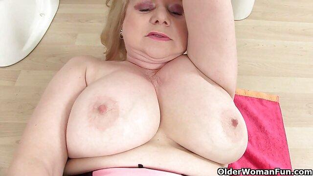 Signora vecchie anziane troie diteggiatura sua faccia in video amatoriale