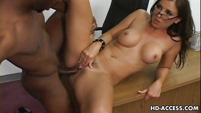 Bella Bruna tgirl masturba il suo assolo video porno di nonni di sperma-fucile