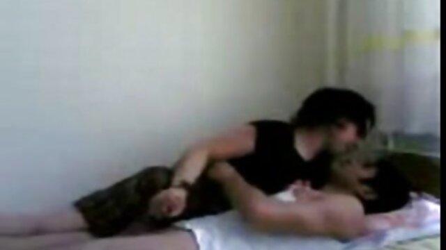 Dani si sveglia Eric video porno nonne italiane gratis per una divertente festa sul divano