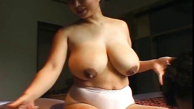 Formosa tgirl Agatha Duarte è film porno gratis di vecchie troie eccitato mentre prende il sole