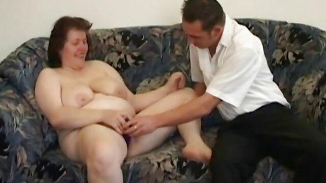 Slut bionda con grandi tette film porno gratis nonne ottiene una sorpresa al lavoro