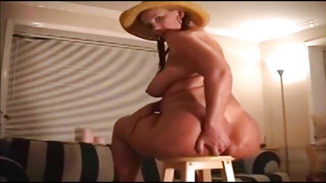 Sesso anale con donna kazaka in POV video porno con vecchiette