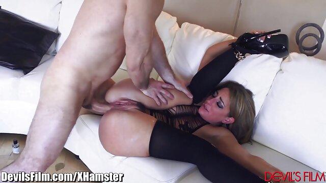 Ceca mamma video porno di nonne porche ha un crimpato nella fessura rasata