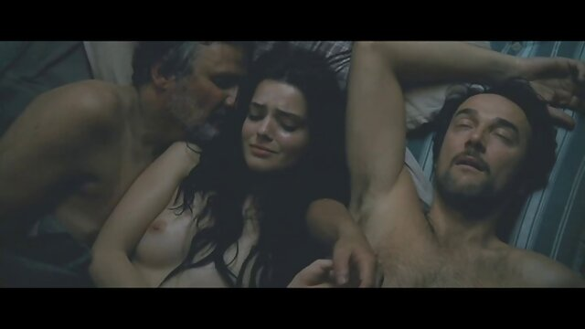 Gianna in collant video porno con nonni a rete e reggicalze