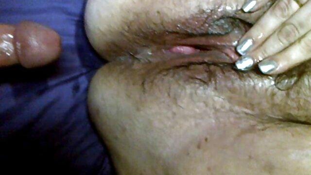 Adolescente britannico succhia e cavalca nonne bocchini la carne di un uomo più anziano