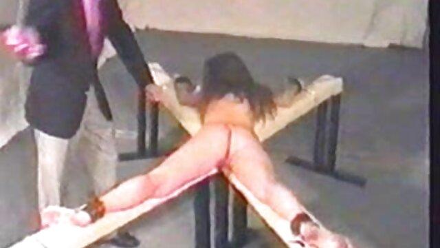 Bonnie Rotten, donne mature vecchie Ivy Lebel e Ryan Keeley succhiare un grosso cazzo