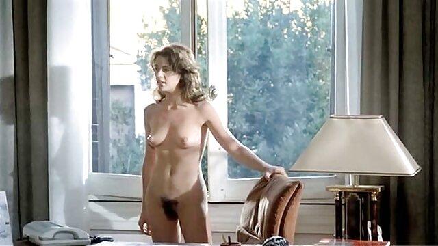 Procace bambola Patti Mihova infila il suo cazzo nella sua bocca in porno nonne pompinare pubblico
