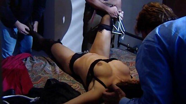 Aidra Fox mostra tette naturali e un sorriso lussureggiante a bordo nonni nipoti porno piscina
