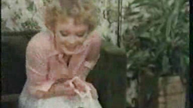 Bruna video xxx vecchie teen sculaccia e scopa duro con le dita del suo uomo