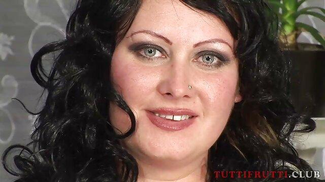 Carino ragazza-on-girl scandalo sessuale sulla scena vecchie tettone nude di dimostrazione pubblica