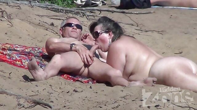 Sissy Dolly fa sua moglie martellare BBC mentre donne vecchie arrapate la guarda