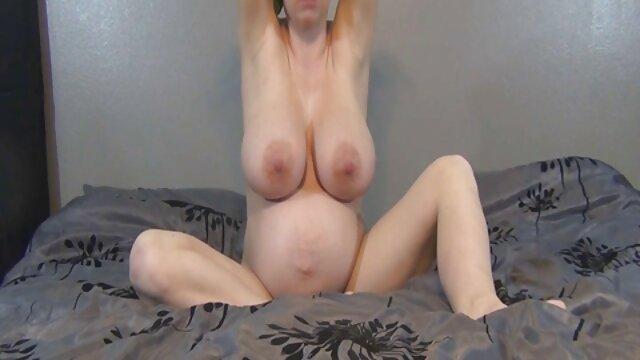 Alexis Fawkes si masturba 2 cazzi tremanti sesso con vecchie nonne mentre adora i loro cazzi